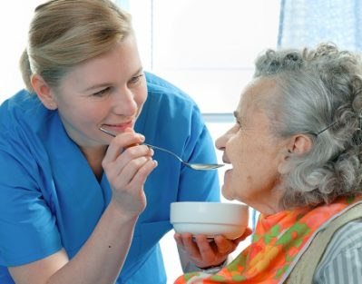 Ways to Feed an Aging Loved One Living with Dementia in Dallas, TX