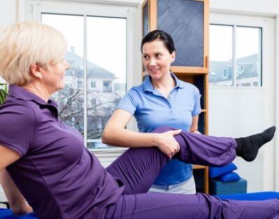 Helping an Older Adult Prepare for Knee Surgery in Dallas, TX