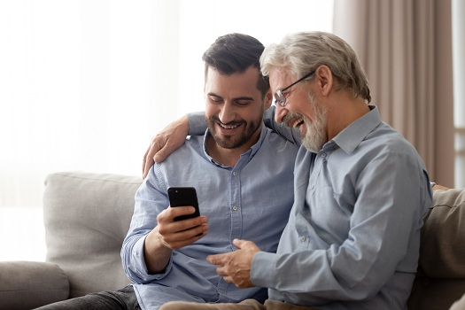 How to Make Technology Simpler for Seniors in Dallas, TX